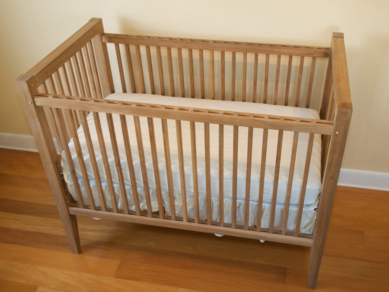 Wooden crib for babies - Baby Cribs Photos Crib Oblique